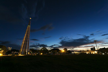 【絶景】宇品の夜、スペースシャトルのような塔