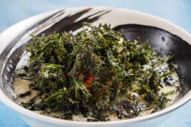 カフェのようなオシャレ空間 藻塩を使った新感覚ラーメン