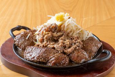 溢れる肉汁と野菜の旨味 これが二郎系ステーキだ!