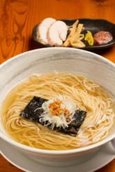 素材の旨味や香りを引き出した 塩スープの奥深い味わいに舌鼓