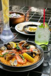 オープンエアで心も開放 ハイセンスなスペイン料理